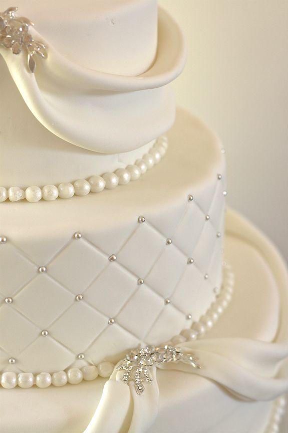Sparkling white wedding cake -