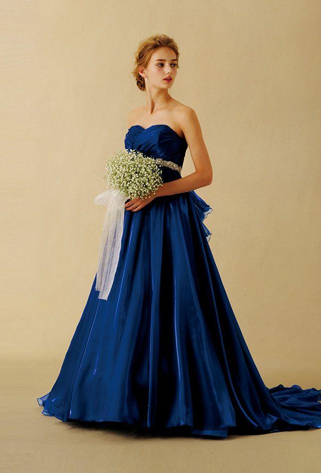 優美なロイヤルブルーの上質なカクテルサテンを使ったAラインの青いカラードレス♪ウェディングドレス・花嫁衣装の参考一覧まとめ♪