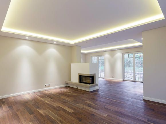 Lichtkonzept für das Wohn- und Esszimmer mit Voutenbeleuchtung in der Decke