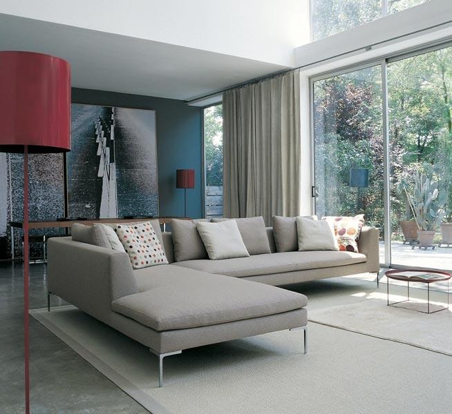>> Prachtig tijdloos model bank met chaise longue charles b van B Italia, door de smalle hoge poten krijgt de bank een ruimtelijk effect
