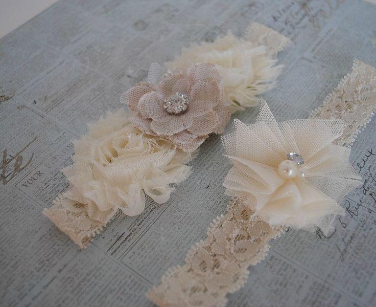 Burlap Wedding Garter, Cream Lace Garter, Cream and Burlap Garter, Tulle Garter, Linen Garter. LOVE! via Etsy.