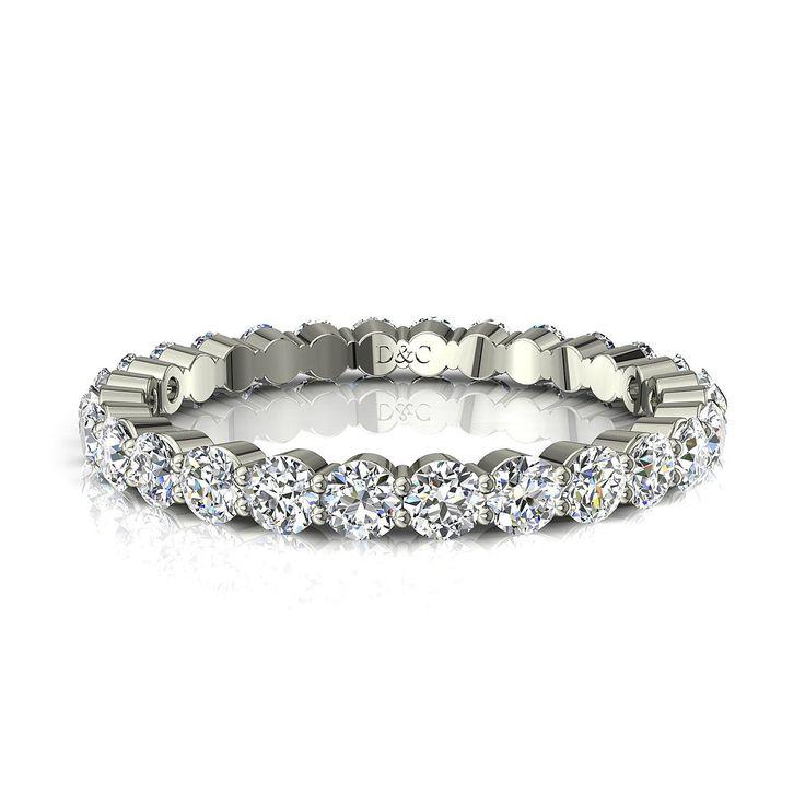 Acacias  Acacias est une alliance diamant en or blanc dont les diamants sont séparés par 2 griffes.  Les diamants d'un poids total de 0,50 carat sont séparés par 2 griffes. Ce qui donne à cet alliance diamant un aspect très particulier et met en valeur les diamants.Montée dans nos ateliers, cet anneau diamant est garanti 10 ans.  * Couleur des diamants : I-H-F-G-H-I * Pureté des diamants : SI-VS-VVS * Nombre de diamants : 33 (environ) * Diamètre des diamants : 1,5 mm * Largueur de l'alliance…