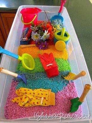 Make rainbow rice- it's like sand, but much less messy. Use it inside to keep your little ones entertained on rainy days! Love this!: Cookies Sheet, Sensory Tables, Food Colors, Gardens Sensory, Colors Rice, Rainbows Rice, Sands Boxes, Sensory Plays, Water Colors