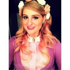 Meghan Trainor. I love this girl. And that pink hair!!! Swoon!