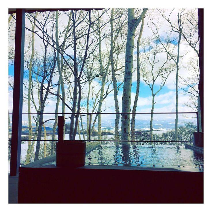 .  一昨日は長い出張から少しの休憩のため、ご褒美。  お風呂にご飯、景色…最高に素敵でした!  特に温泉の朝ごはんはたまらない!大好きです♡  .  #坐忘林#ニセコ#北海道#温泉#旅館#ご褒美#源泉かけ流し#朝ごはん#ロイブ#niseko#instagood#happy#loive  photo credit: @ayaka.maekawa | zaborin.com