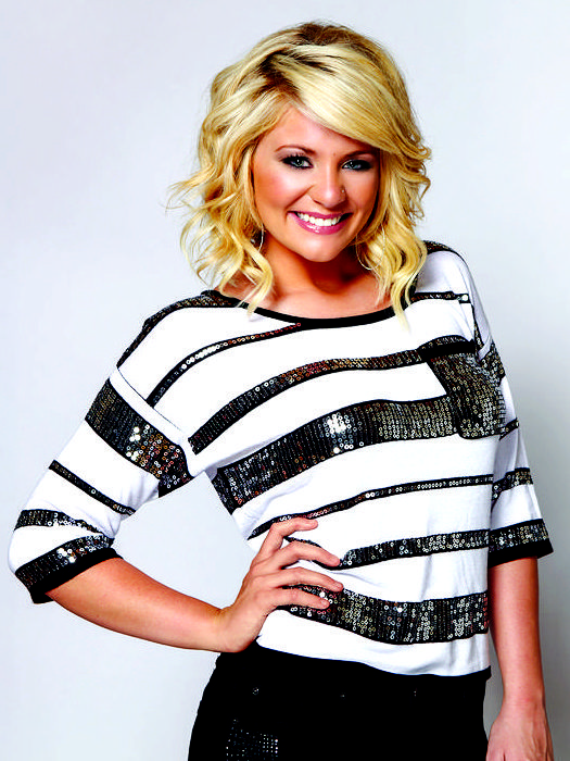 Lauren Alaina with shoulder-length curls in this photo from 2013.