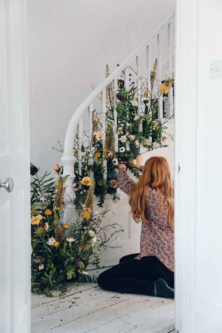 floral staircase // indie photography ideas inspiration pale grunge hipsters aesthetics tumblr instagram