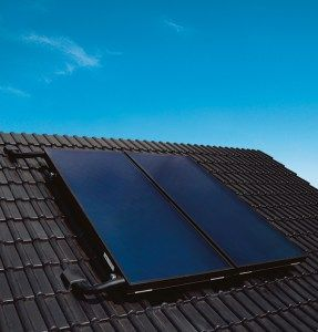 Nouveaux produits bâtiments : Capteur solaire thermique plan hautes performances Viessmann Vitosol 200-FM ThermProtect à température contrôlée : une révolution technique pour le solaire thermique