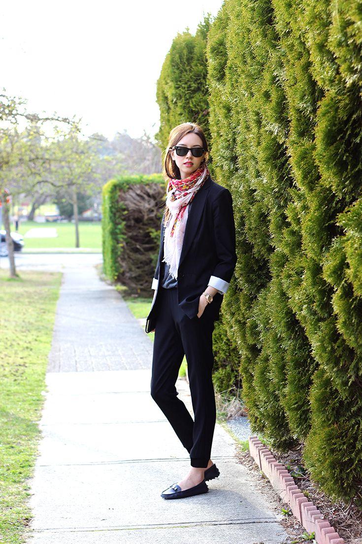 Chic Joggers / All black #outfit | Emilie Chevrier | emiliechevrier.com