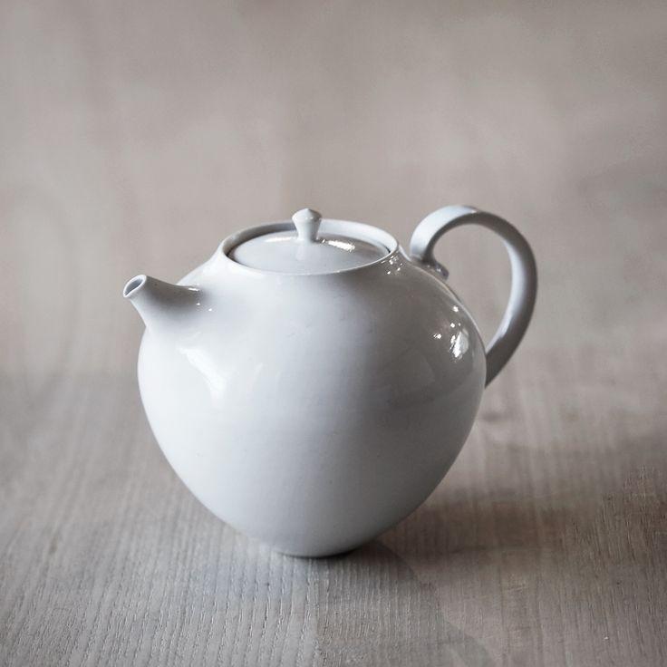 Tatsuya Hattori | White Teapot - Analogue Life