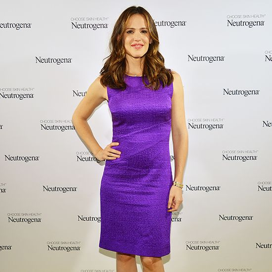 Jennifer Garner's Red Carpet Workout, movie tutorial with her personal trainer.