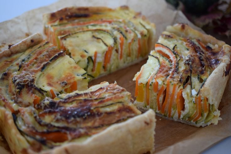 Tarta cu legume si branza- dovlecei, zucchini, morcovi, ardei gras si umplutura de branza cu smantana, nucsoara, oua
