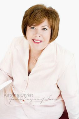 Politician and businesswoman Theresa Gambaro in a stunning suit for her head shot. Corporate Photography with style and beauty http://www.katrinachrist.com.au/portrait-photo-gallery/decor-collection