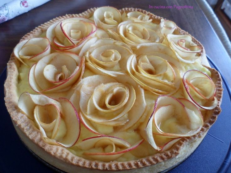 Crostata con #cremapasticcera e rose di #mele