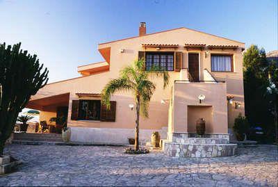 Book Stylish Castellammare Villa in Sicilia From Villas-Italy: www.villas-italy.it/property/castellammare