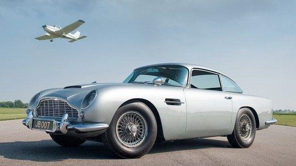 Google Image Result for http://www.extravaganzi.com/wp-content/uploads/2010/10/James-Bond-Aston-Martin-DB5.jpg