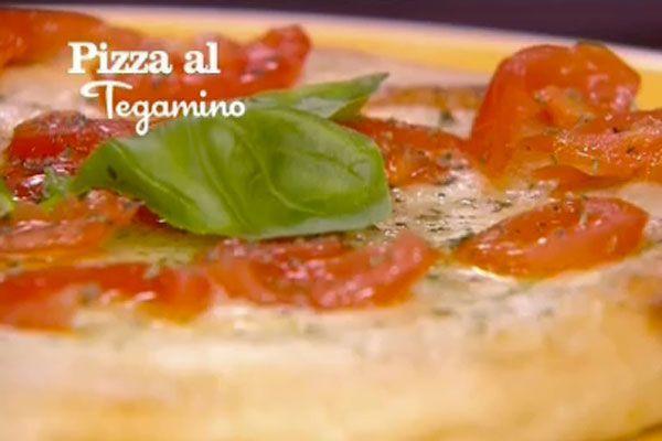 Ricetta Pizza al tegamino - I menù di Benedetta