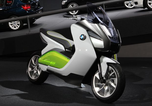 BMW electric motor scooter. Awesome! BMW makes great bikes, I wonder how the scooter is?