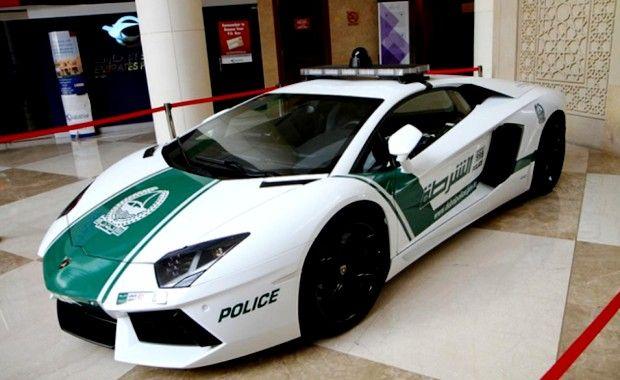 Polícia de Dubai utiliza carrões superesportivos de deixar qualquer corporação policial do planeta de queixo caído.