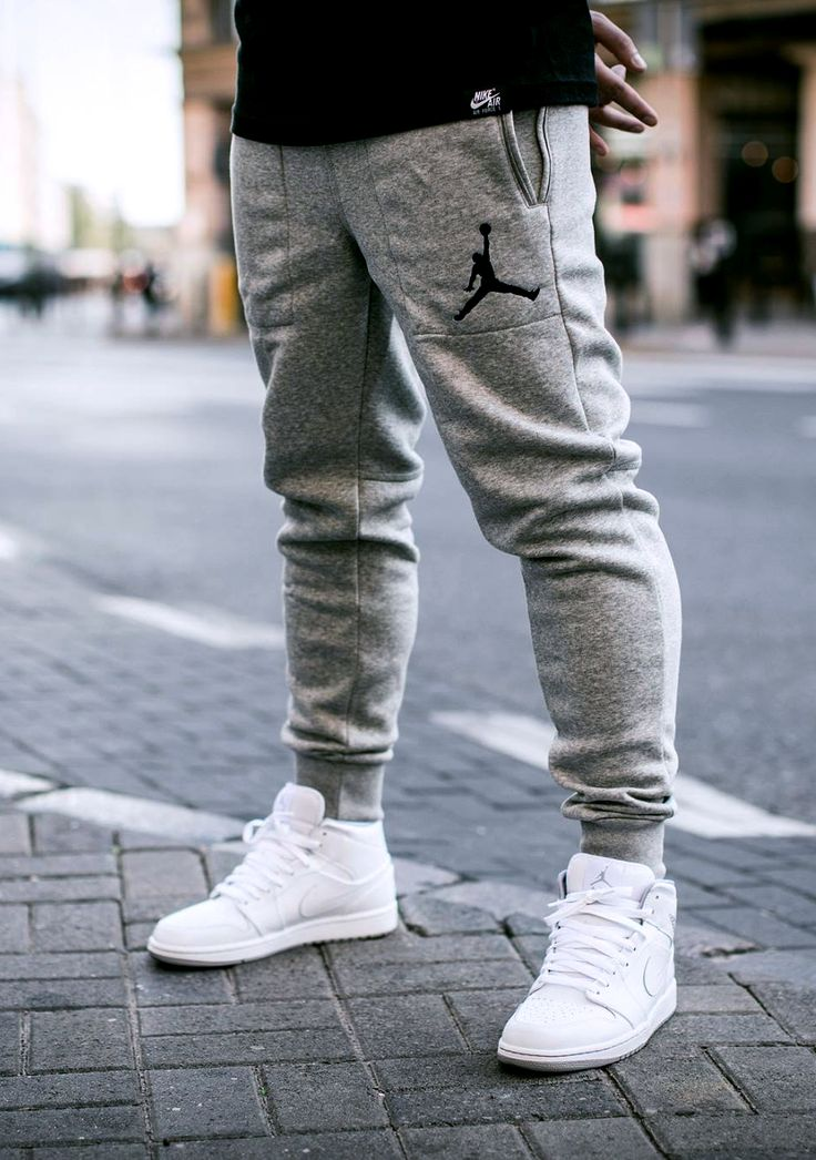 JORDAN VARSITY SWEATPANTS (via Kicks-daily.com)