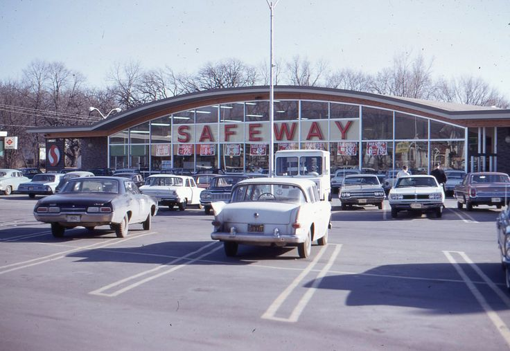 Car Dealerships In Des Moines >> The Safeway grocery store we shopped at when I was a kid looked almost identical to this one ...