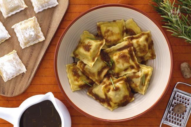 Gli agnolotti sono uno dei piatti tipici della cucina Piemontese e sono conosciuti ed apprezzati all'estero come in Italia per la loro bontà