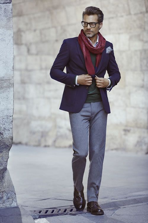 紺テーラードジャケット×グレースラックス×ブラウンウイングチップ