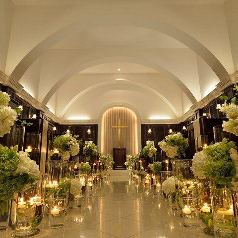アーセンティア迎賓館(高崎)|結婚式場写真「ヴィクトリアハウスのチャペルはキャンドルを並べて幻想的に♪」 【みんなのウェディング】