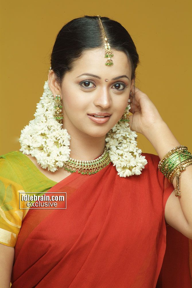 Bhavana in half saree |ASheClub.blogspot.com