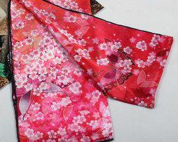 Elegantný dámsky hodvábny šál s motívom ružovej prírody (2)