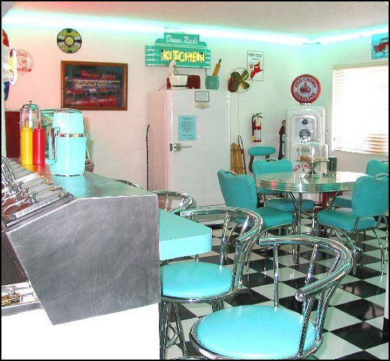 1000 images about 60 39 s themed home decor on pinterest for 50s diner style kitchen