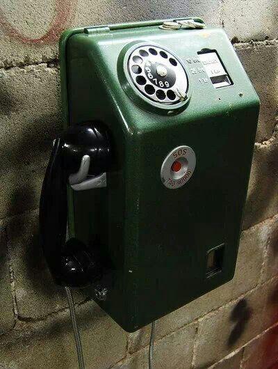 Mynttelefoner fanns överallt när jag var barn.