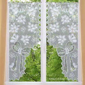 Occorrente,+6+gomitoli+di+cotone+cordonetto+numero+16+bianco+per+realizzare+la+coppia+di+tende+con+fiori+e+farfalle+a+uncinetto+filet