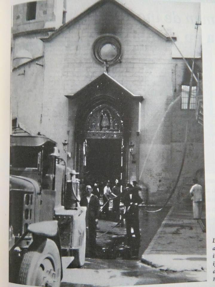Almería, año 1936. Bomberos apagando el fuego en iglesia Virgen del Mar.