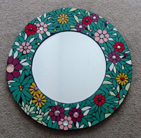 He encontrado este interesante anuncio de Etsy en https://www.etsy.com/es/listing/154232661/unique-handmade-mosaic-mirror-42cm