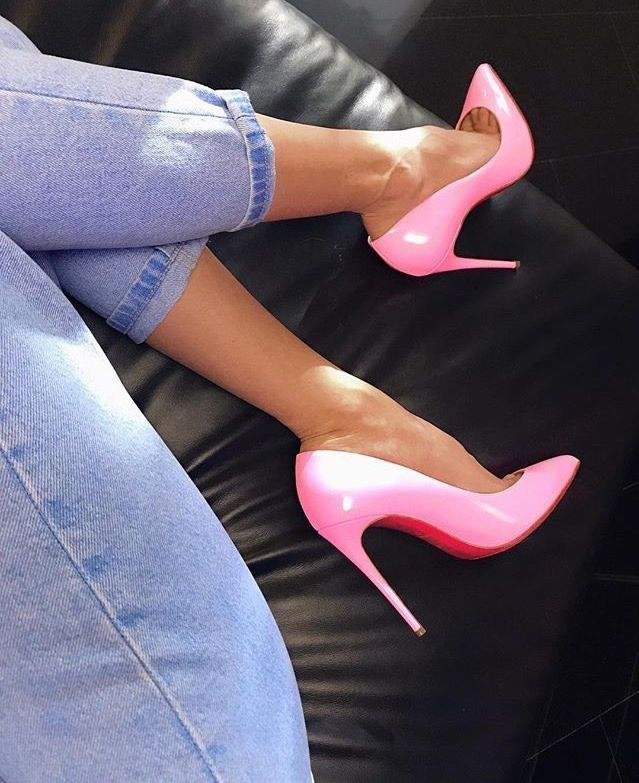 Pink shoes can be sexy, too. www.ScarlettAvery.com
