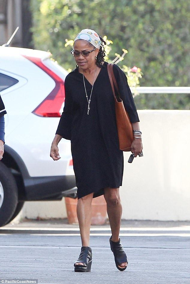 Meghan Markle S Mom Says She Is Very Happy As She Gets Back To Work Meghan Markle Style Prince Harry And Meghan American Princess