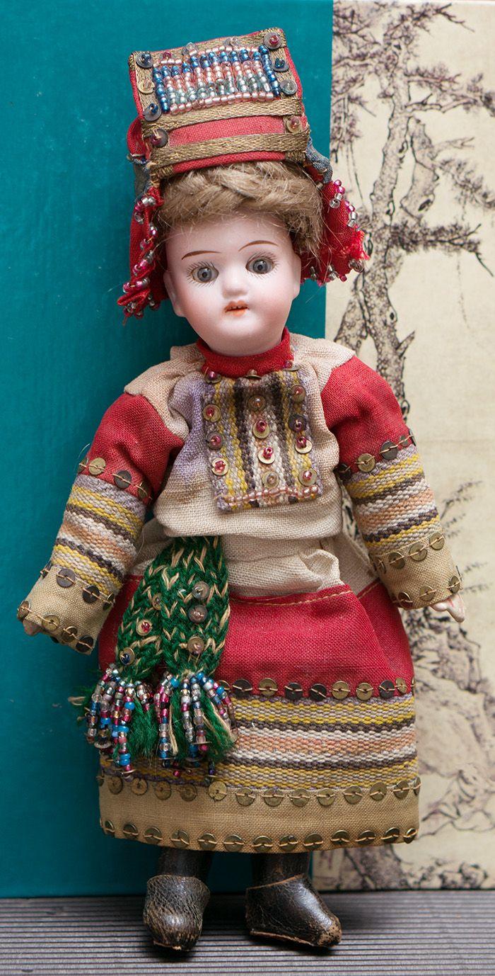 18 см Кукла в русском костюме Пензенской губернии из Бартрамовских мастерских, 1900е годы - на сайте антикварных кукол.