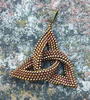 Beaddict: Kelta csomó medál / Celtic Knot Pendant