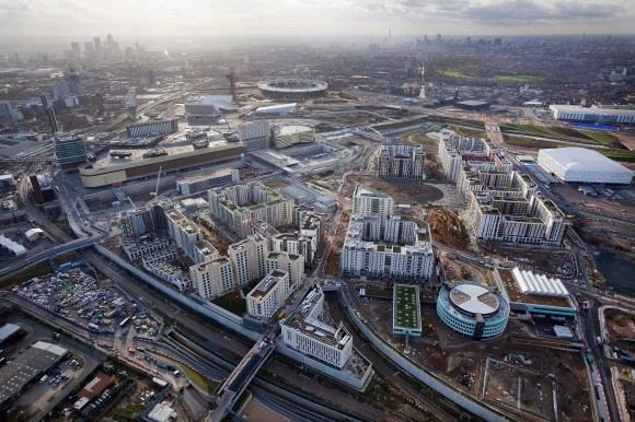 Das Olympische Dorf wurde im Osten Londons für 1,32 Milliarden Euro errichtet und bietet rund 10.000 Athleten das temporäre Zuhause.