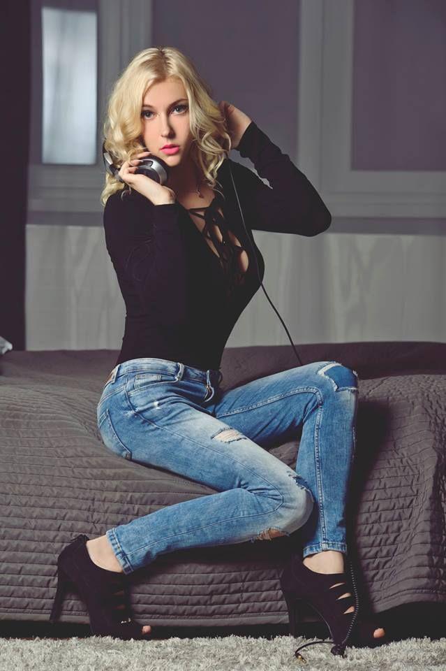 Polish DJ Mirjami on the new photosession :)    #mirjami #djmirjami #djanemirjami #djing #model #sexy #sexygirl #dj  #djette #femaledj #famousdj