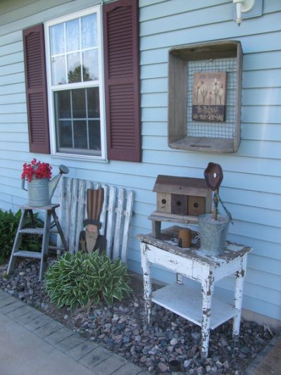 primitive outdoor decorating by