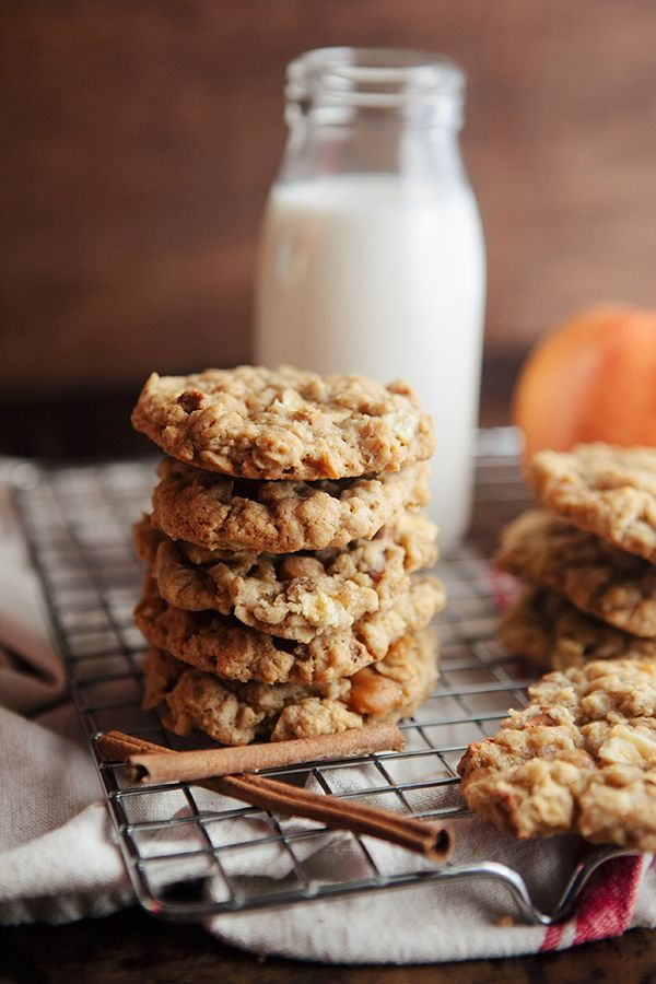 caramel apple oatmeal cookies  {I would use whole-grain flour, Sucanat sugar and eyecandypopper.com's vegan caramel sauce instead}