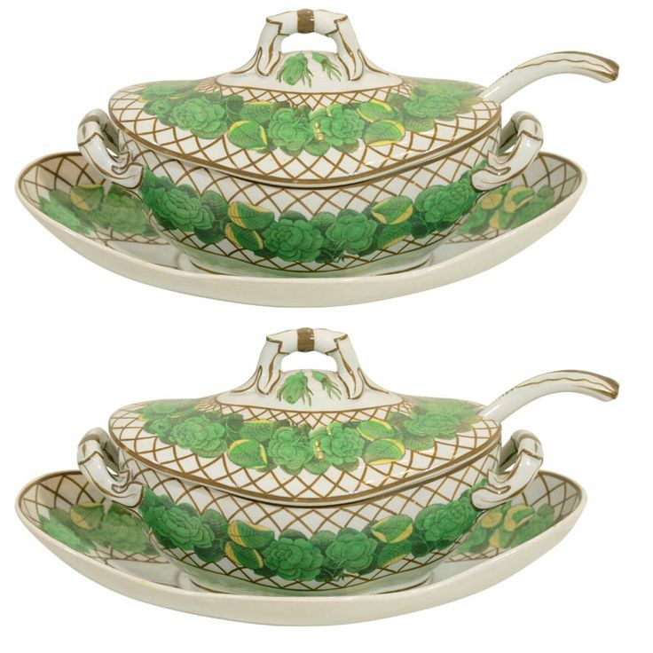 A Pair of Spode Creamware Sauce Tureens with Stands and Ladles circa 1820
