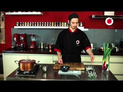 Příprava polévky Tom Yum | Sushi Time Praha - YouTube