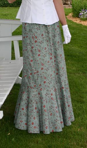 Pretty calico skirt by Recollections, I wonder if I could make up a pattern for one of these?