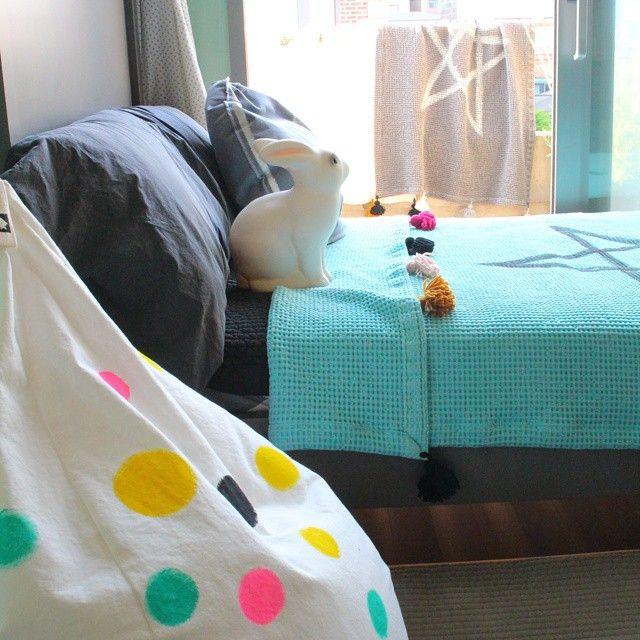 Bunny in bed  #아이방인테리어 #시원한 여름와플 이불 #아이빈백 #그레이 침대 짐블랑 #아이방 조명 blog.naver.com/silverjang21