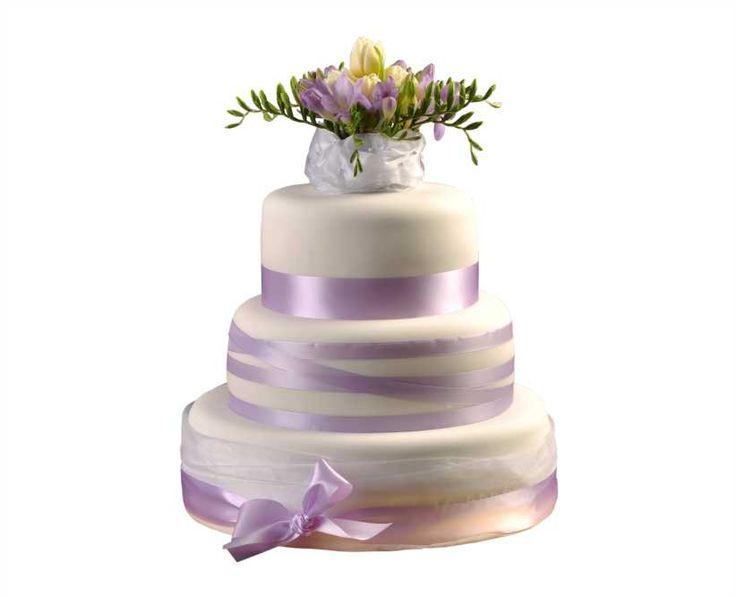 Svatební dort 21 Třípatrový svatební dort, o rozměrech 18 cm, 24 cm a 32 cm, obalen fondánem, dozdoben saténovými stuhami, fréziemi a tulipány.