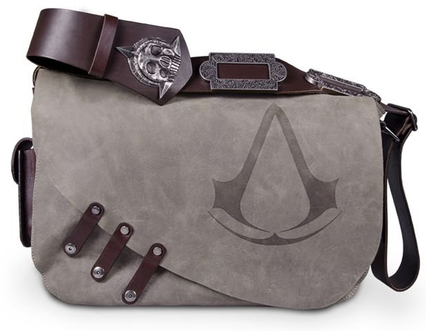 Assassin's Creed messenger bag: Italian full-grain bovine leather, with authentic details and exquisite workmanship