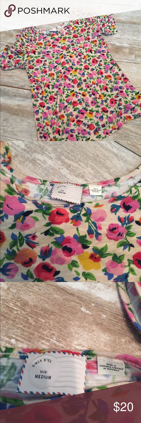 Anthropologie postmark size medium women's top Anthropologie postmark women's size medium floral tee with button detail and ruched sleeve Anthropologie Tops Tees - Short Sleeve